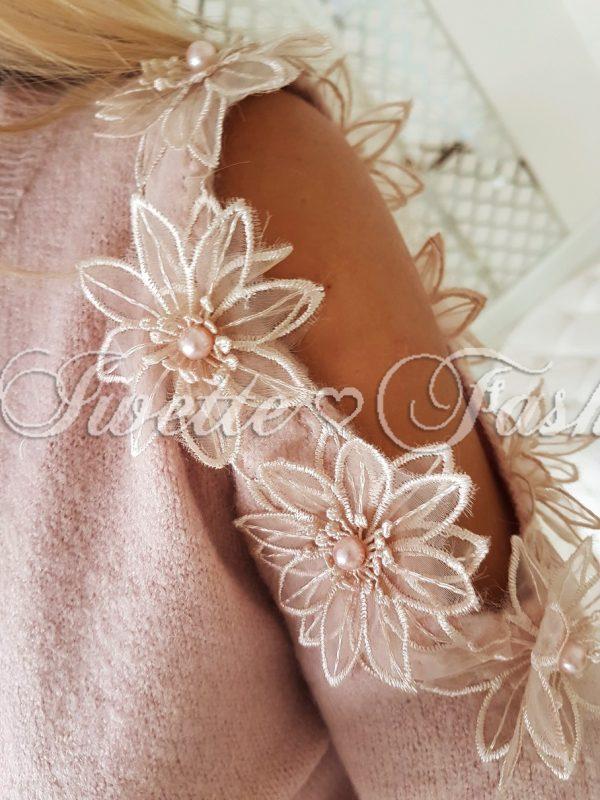 Mięciutki Sweterek Kwiaty Puder