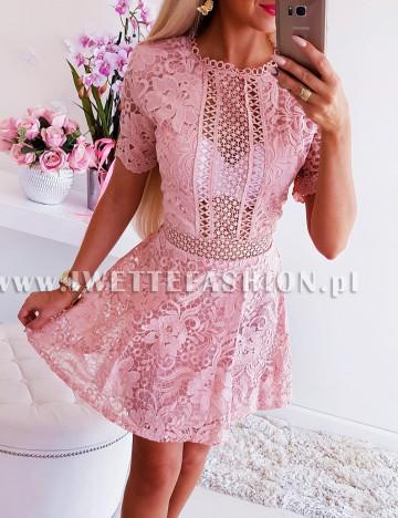 Sukienka Pudrowa Ażurkowa